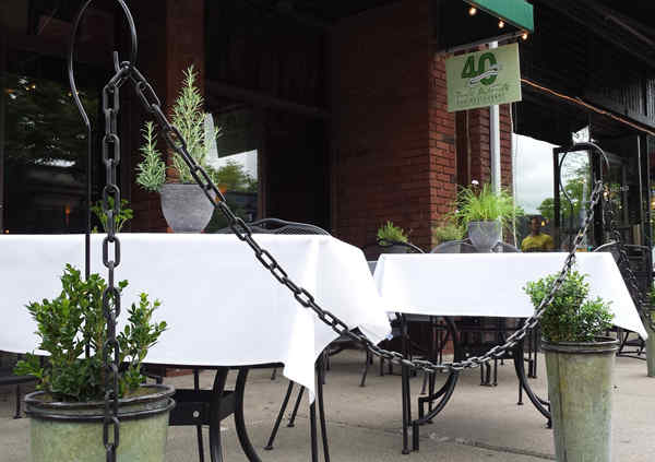 sidewalk-tables-with-chain-herbs